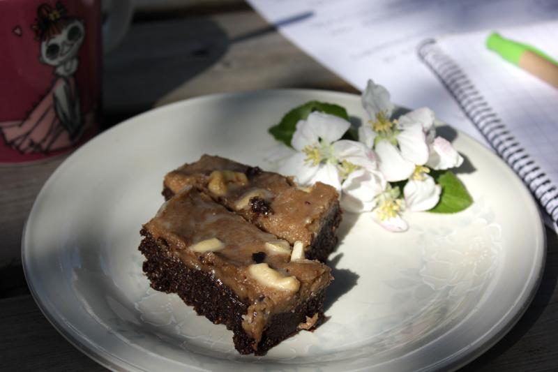 Syntinen leivos ja kielletyn puun kukkaset