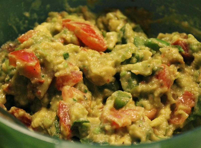 Salaattitacot avocadosalsalla ja graavilohella